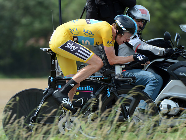 Bradley Wiggins looked to be struggling early-on - he then won the stage at an astonishing speed of 50.791 kilometres-per-hour..!