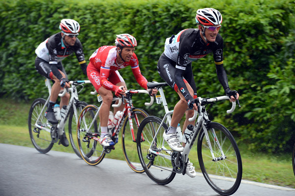 Is Andy Schleck on the attack? No, but he's looking fresh and responding to someone else's attack...