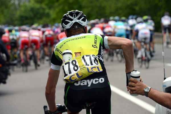 Peter Weening is trying to earn his place in the TDF by carrrying water-bottles...