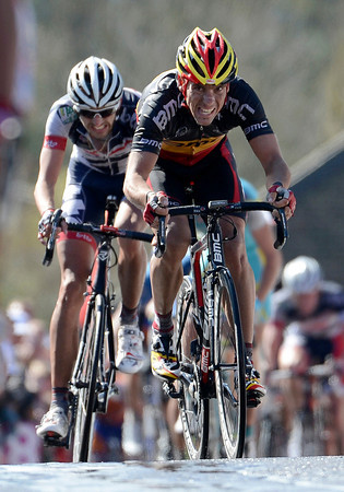 Gilbert's face shows a lot of pain as he takes 3rd-place behind Albasini and ahead of Vanendert..!