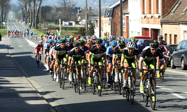 The peloton is in pieces behind Green Edge, but Cavendish is in the first group...