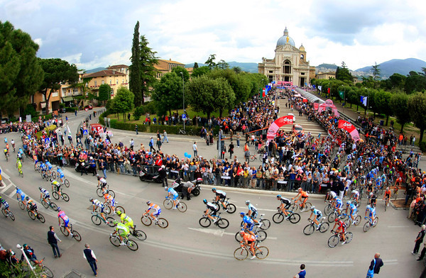 Stage eleven leaves the start in Bastia-Umbra, near Assisi...