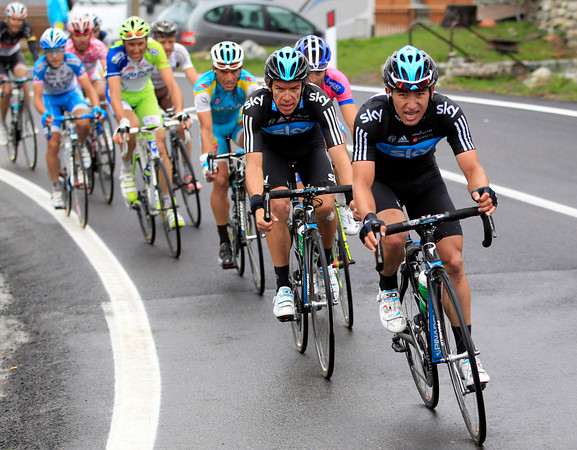Henao and Uran lead the chase now, the Giro is hotting up at last..!