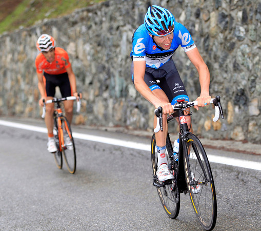 Mikel Nieve has attacked with four-kilometres left - but Hesjedal has countered the Basque and moved away..!
