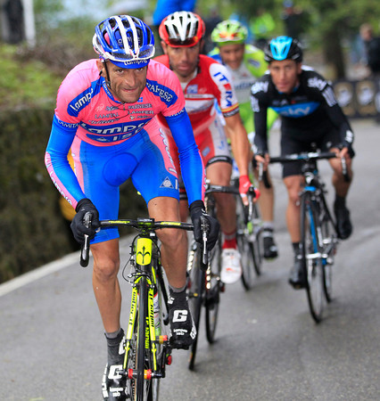 Michele Scarponi chooses his moment to attack, but he has Rodriguez, Basso and Henao with him...