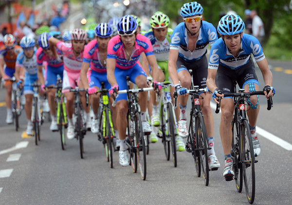 Garmin has Peter Stetina leading Hesjedal and Lampre, with Liquigas in a second row...