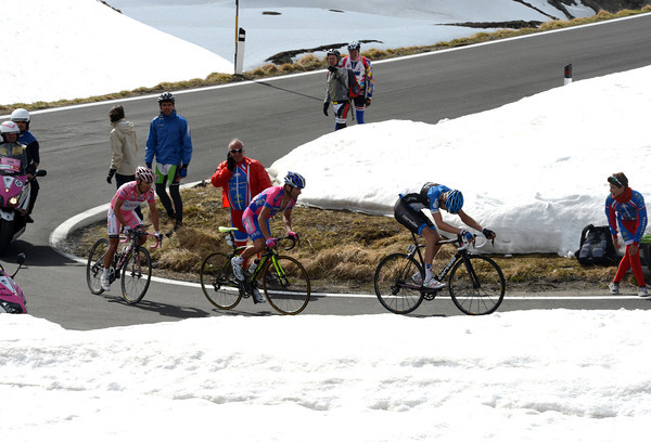 Hesjedal, Scarponi and Rodriguez reach the final three-kilometres...