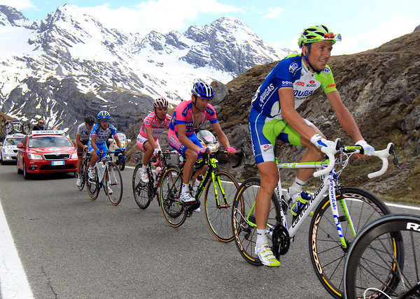 Basso, Scarponi and Rodriguez look uncomfortable as the Stelvio eats them up...