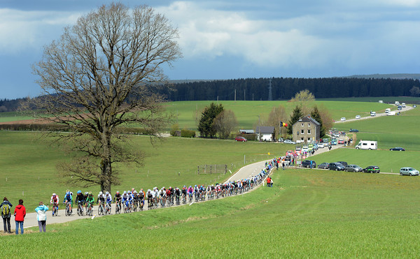 The peloton is stretched-out on the high plains after La Roche-en-Ardenne - it's windy out there..!