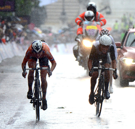It's Vos versus Armitstead on The Mall - who can win after such a tough day..?