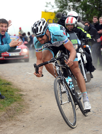 Boonen corners on the cobbles near Cysoing - and his lead has grown to a full minute..!