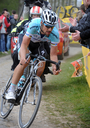 Boonen attacks the cobbles at Ennevlin - his lead has gone up to 45-seconds now..!