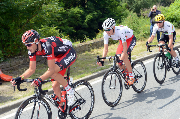 ...Cavendish is laughing because he's got Steve Cummings pacing him back to the peloton...