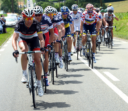 Jens Voigt is doing the chasing once again - Shack mean to keep that Yellow Jersey for a few more days..!