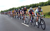 Stuart O'Grady has the peloton all strung-out as Green Edge joins the chase...