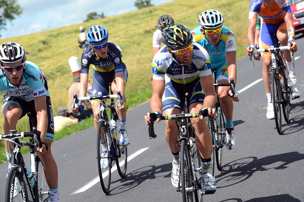 A six-man escape is making distance, led by Michele Albasini...