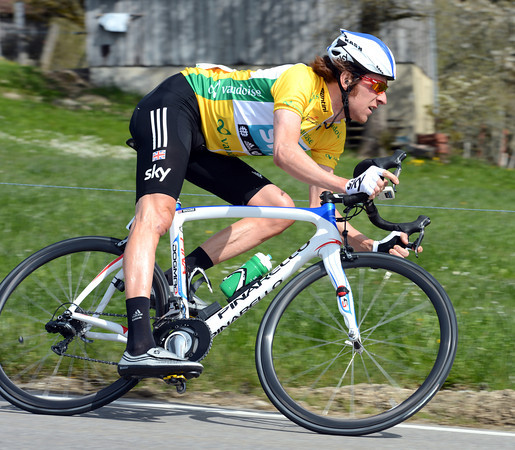 Bradley Wiggins throws himself down a fast descent - this is one race-leader who knows how to lead from the front..!
