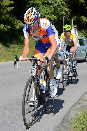 Robert Gesink is in trouble, but he's in good company with Rui Costa...