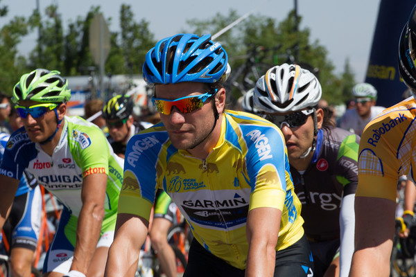 Zabriskie rolls out at the start in the yellow leader's jersey after his fine time trial yesterday.