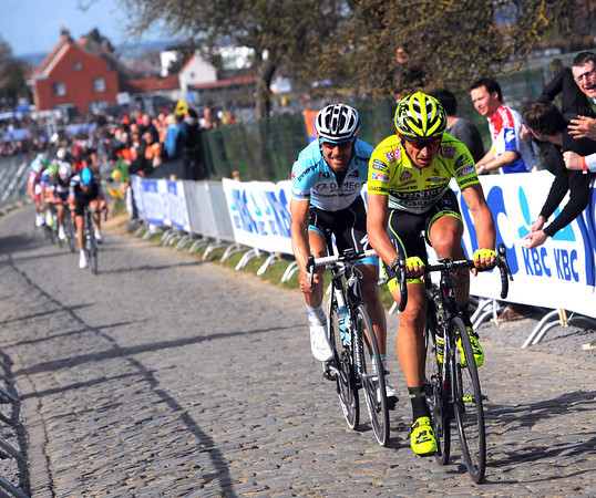 Filippo Pozzato chases, and only Tom Boonen can stay with him on the Kwaremont...