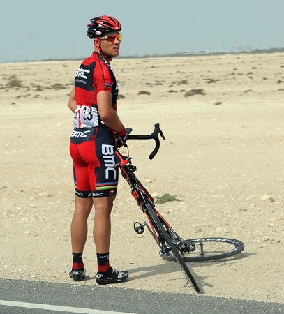 Thor Hushovd also needs a wheel-change - his BMC teamates stop racing to wait for him...