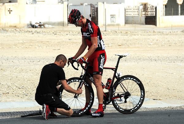With the peloton racing at 70-kilometres-per-hour, Taylor Phinney has chosen a bad time to get another flat-tire..!