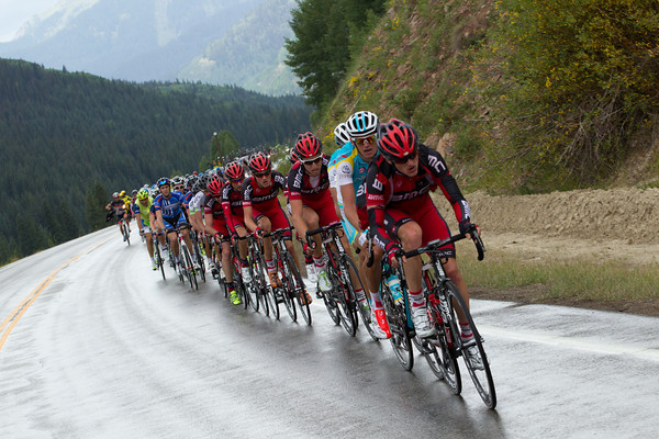 Astana have come to the front to work with BMC and soon the gap, and the rain come down quickly.
