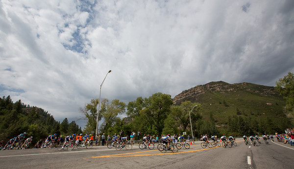 The peloton turns onto the beginning of the first KoM...