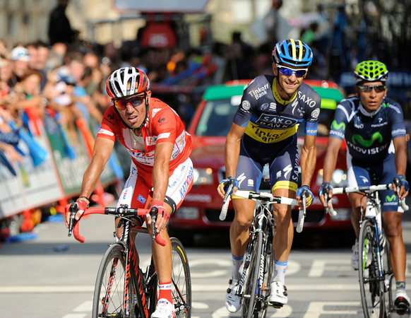 """An agonised Rodriguez crosses the line 2' 38"""" down - with Jesus Hernandez unable to stop smiling just behind..!"""