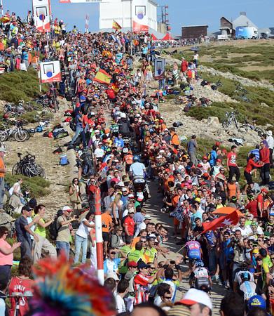 Contador, Valverde, De La Fuente, Anton, Talansky and Froome scale the last ramp to the finish on Bola del Mundo...