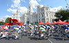 The pelotonflies past through the centre of Madrid, just a few laps from ending the race...