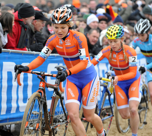 Van Passen leads leads Van den Brand and Sanne cant on the next lap - they're only racing for 2nd-place for sure..!