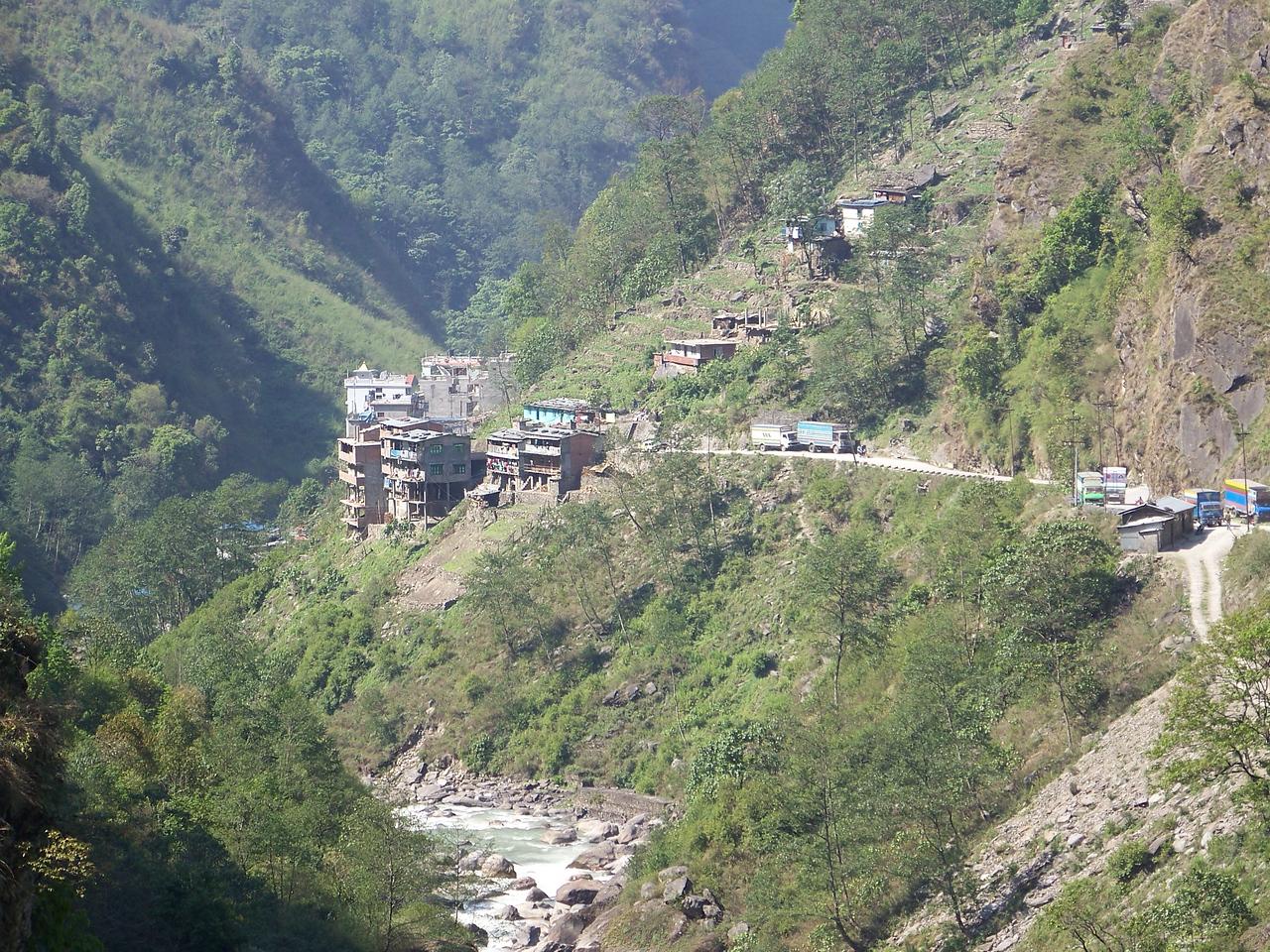 0634 - Scenery along Araniko Highway in Nepal Between Kodari and Katmandu - Nepal.JPG