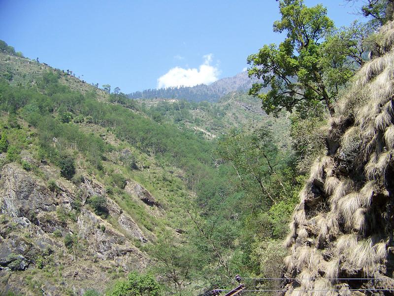 0633 - Scenery along Araniko Highway in Nepal Between Kodari and Katmandu - Nepal.JPG