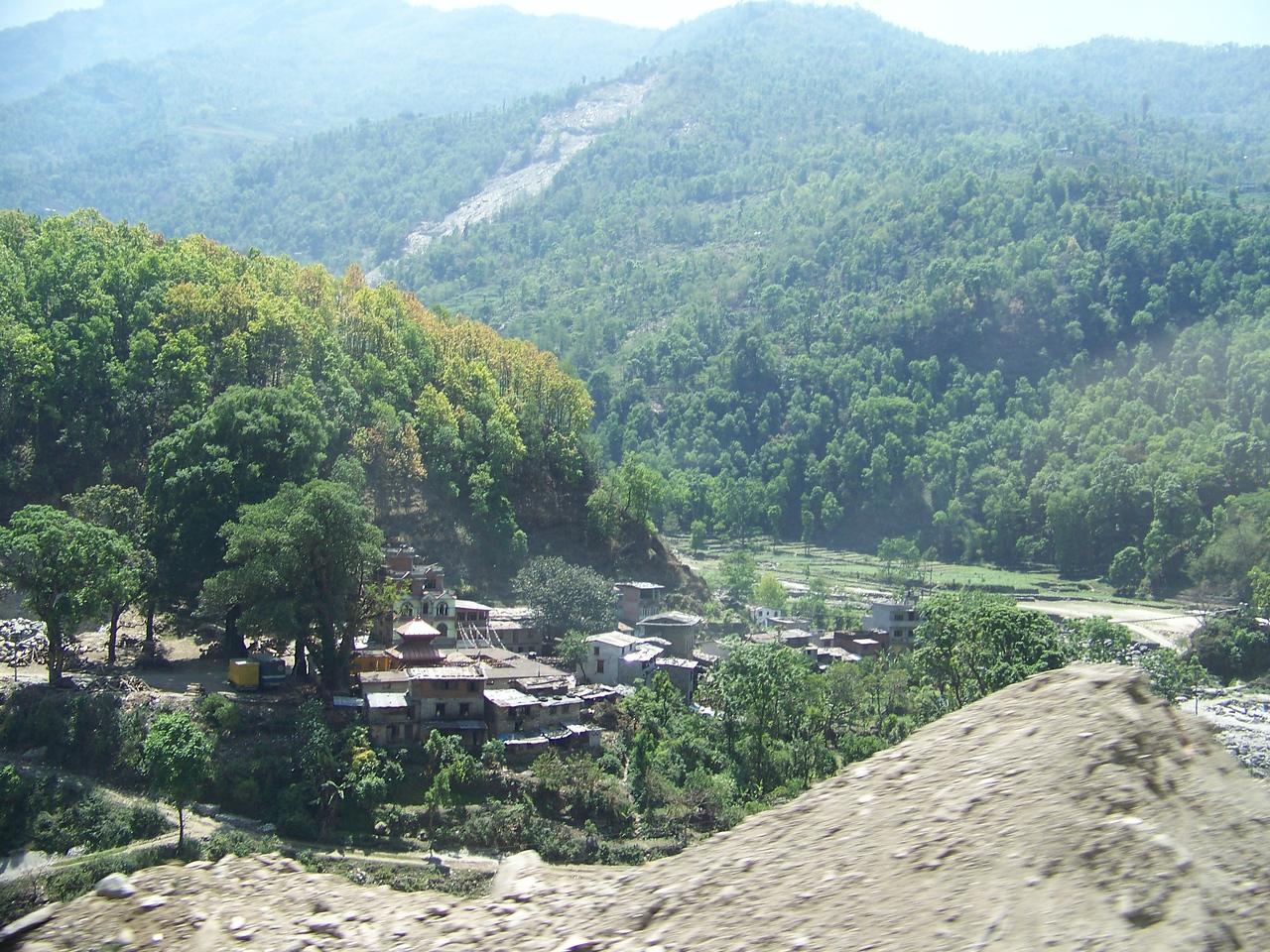 0651 - Scenery along Araniko Highway in Nepal Between Kodari and Katmandu - Nepal.JPG