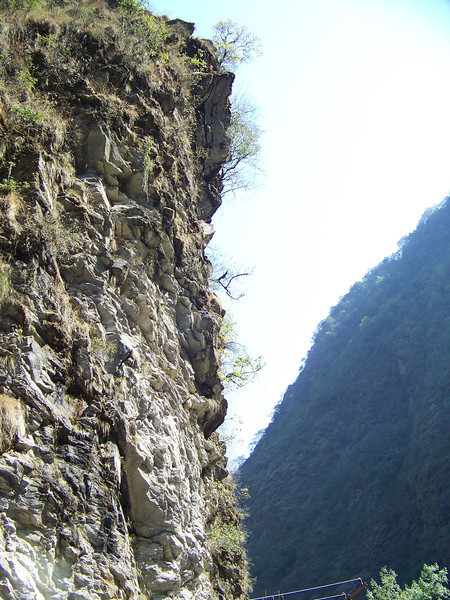 0630 - Scenery along Araniko Highway in Nepal Between Kodari and Katmandu - Nepal.JPG