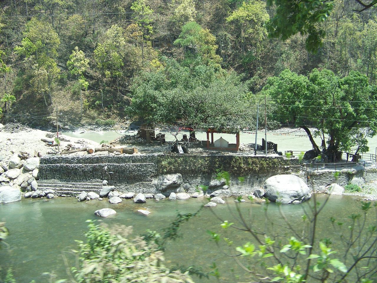 0663 - Bhote Koshi River on Araniko Highway Between Kodari and Kathmandu - Andheri Shidhupalchowk Nepal.JPG