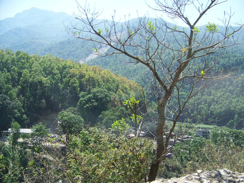 0650 - Scenery along Araniko Highway in Nepal Between Kodari and Katmandu - Nepal.JPG