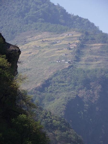 0632 - Scenery along Araniko Highway in Nepal Between Kodari and Katmandu - Nepal.JPG