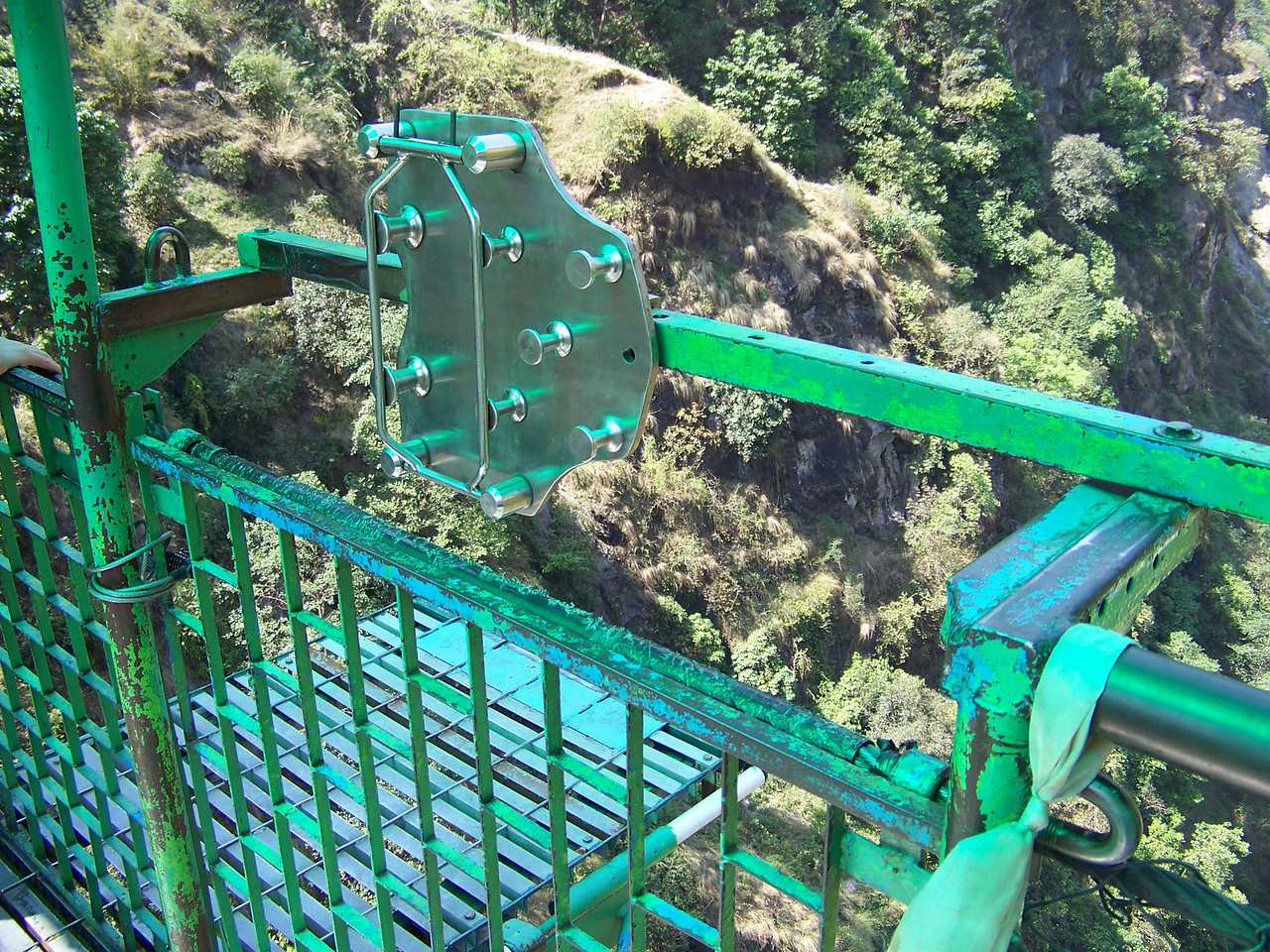 0640 - Bundgy Bridge along Araniko Highway in Nepal Between Kodari and Katmandu - Nepal.JPG