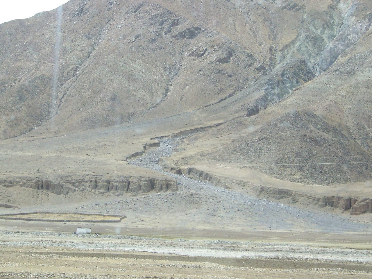 0124 - Scenery on Train Trip Between Beijing and Lhasa.JPG