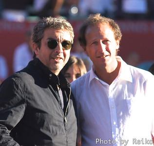 左側(黒シャツ)はRicardo Darínという有名な俳優/脚本家/映画監督だとか。 http://en.wikipedia.org/wiki/Ricardo_Darín  右の白シャツはMartin Jaite。大会ディレクターにして、アルゼンチンデ杯チームキャプテン。