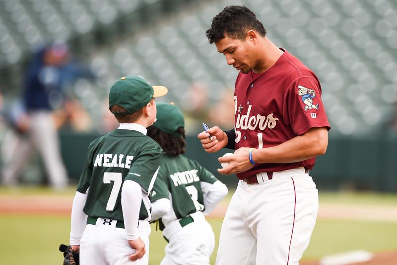 Frisco RoughRiders third baseman Luis Mendez (1)