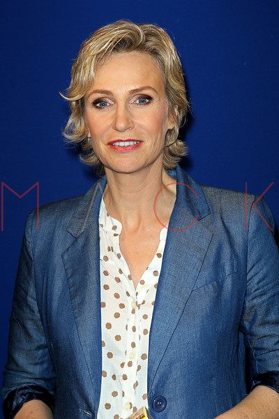 169031251SM006_Jane_Lynch_H