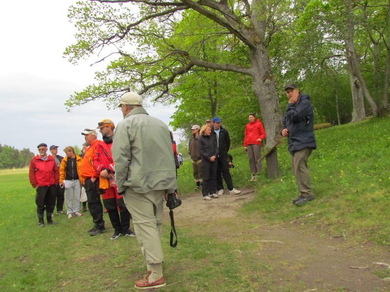 Guiden Fredrik och gruppen på rundvanring