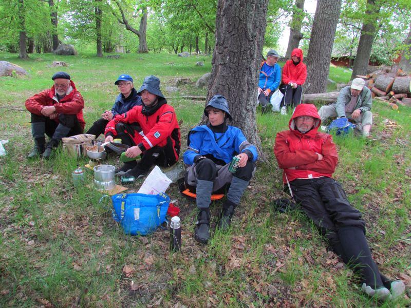 Lunch i regn, Billy, Eva, Anders, Johanna och Ulf
