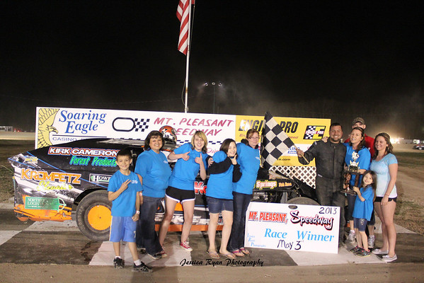Robert Whitman Memorial UMP Modified Feature Winner #87 David Mielke.<br /> <br /> Chuck's Discount Foods