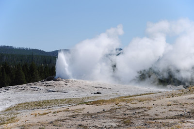 Old Faithful eruption (6 of 7)