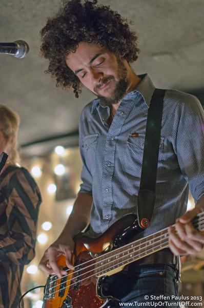 Hands & Teeth @ The Dakota Tavern, 3-October 2013