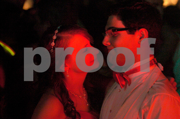 Erica Galvin/NEWS<br />  Courtney Koukal and Nick Santini share a moment on the dance floor.